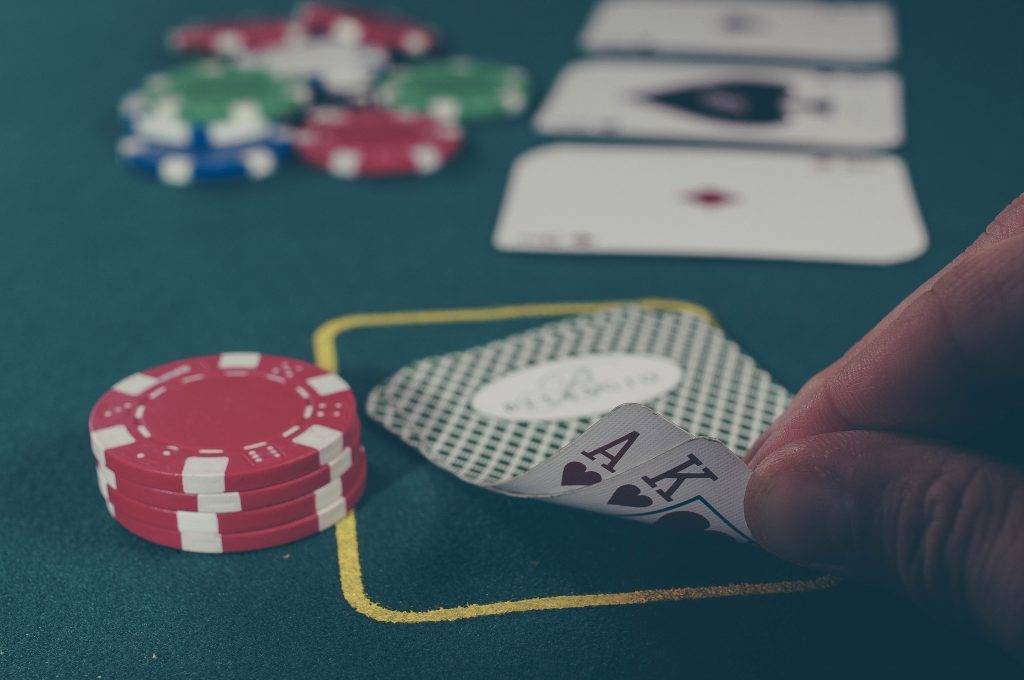 Investeringer i aksje og fond er et nullsumspill. For at du skal vinne så må noen andre tape.